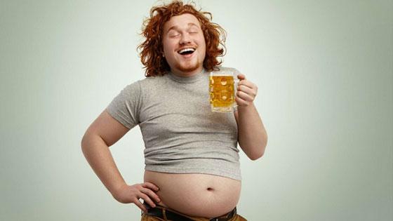 Chez l'homme, la graisse se concentre sur l'abdomen. La faute à la bière ?
