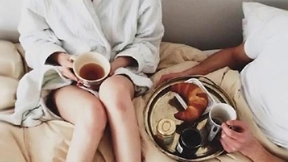 Mange ton croissant chéri, pour moi, c'est un thé sans sucre :)