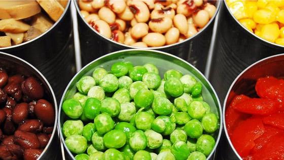 Les légumes en conserves : pratiques mais plus riches en sel voire en sucre...