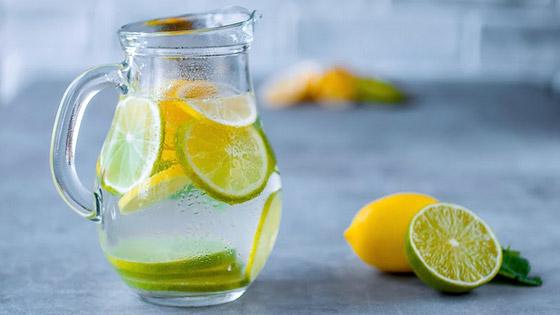 De simples rondelles d'agrumes pour aromatiser votre eau