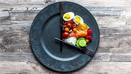 Le jeûne intermittent ce n'est pas manger moins, mais autrement