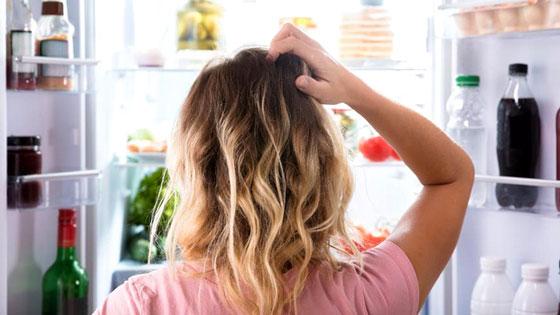 Anticipez votre grignotage : faites le tri dans votre frigo et vos placards